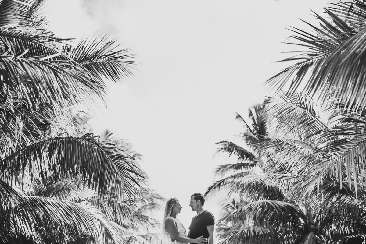 couple shoot in tropics