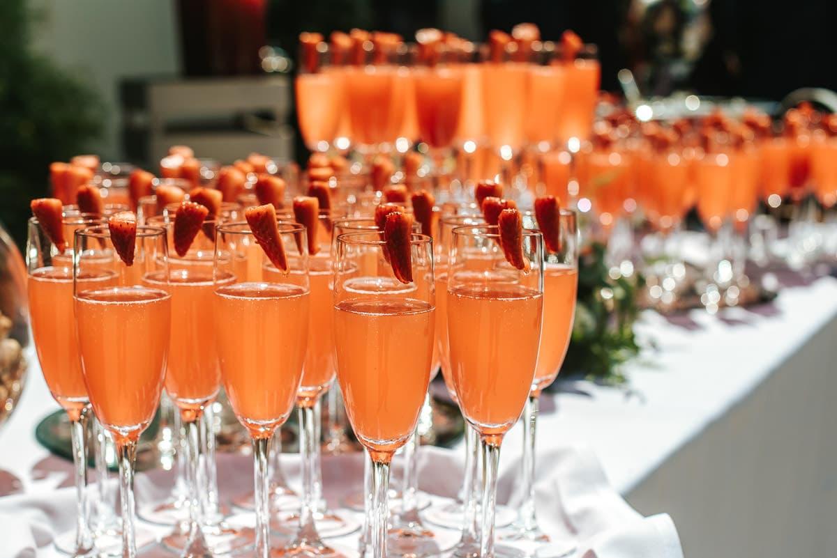 drinls reception at morden hall wedding