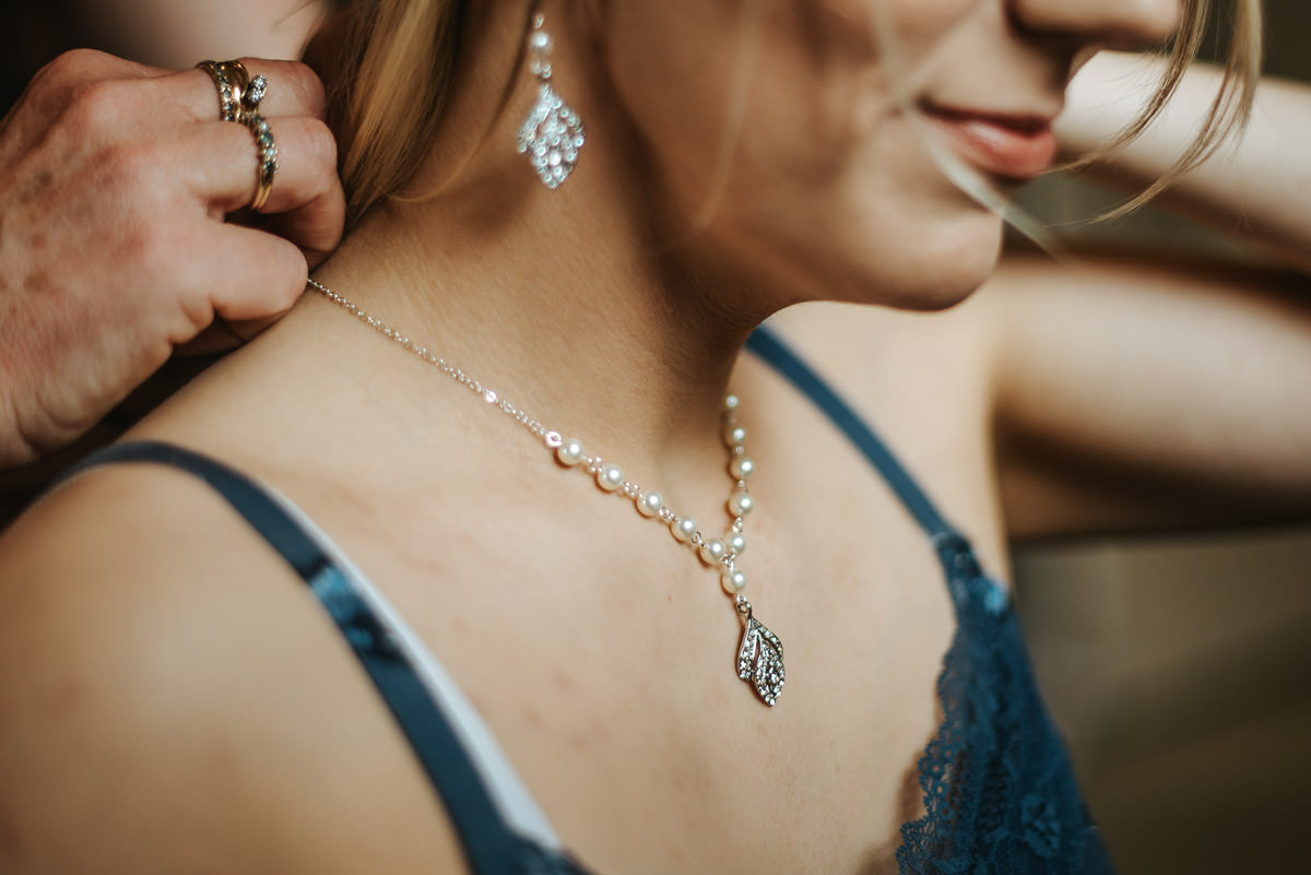 mount ephraim gardens bride putting necklace on