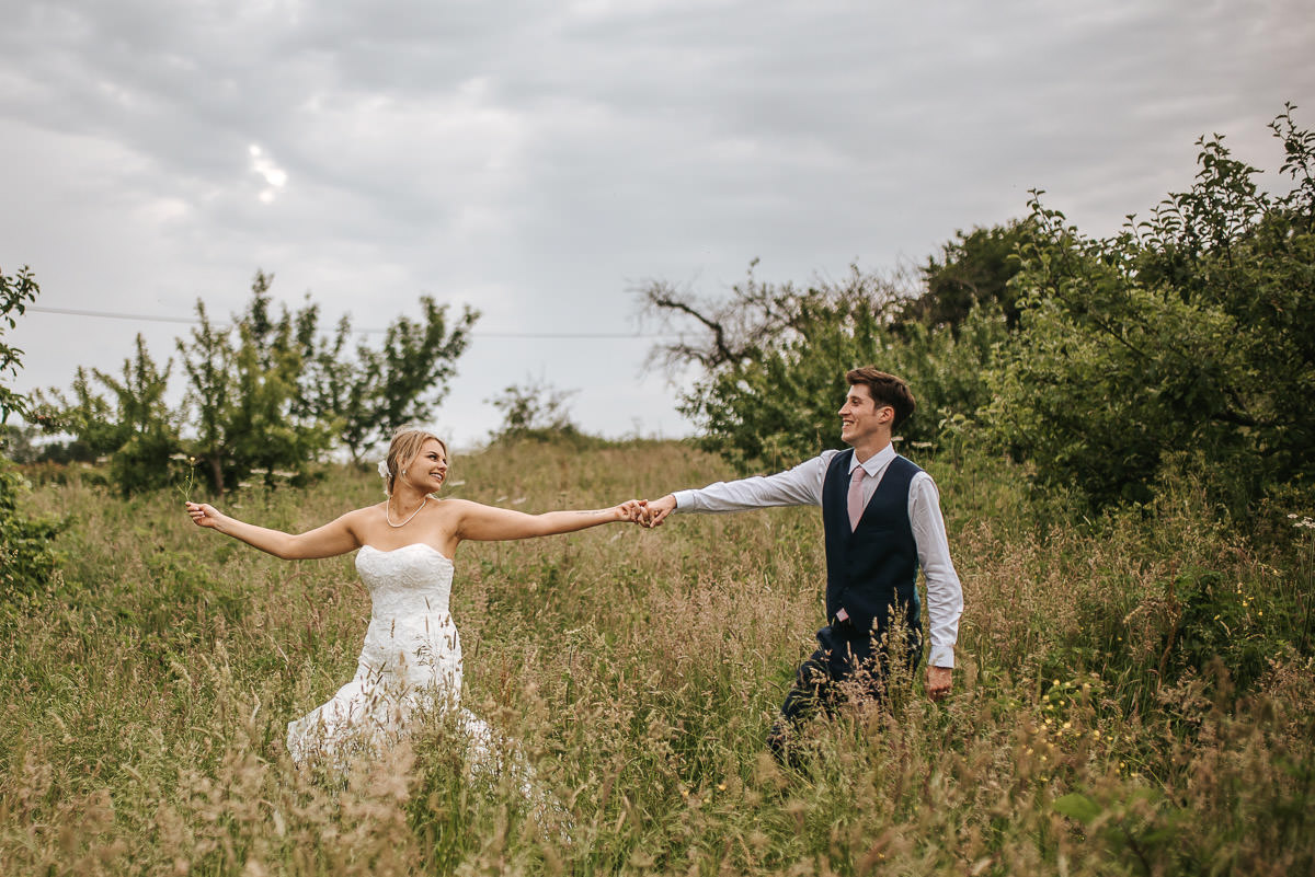 great barn rolvenden wedding couple shoot