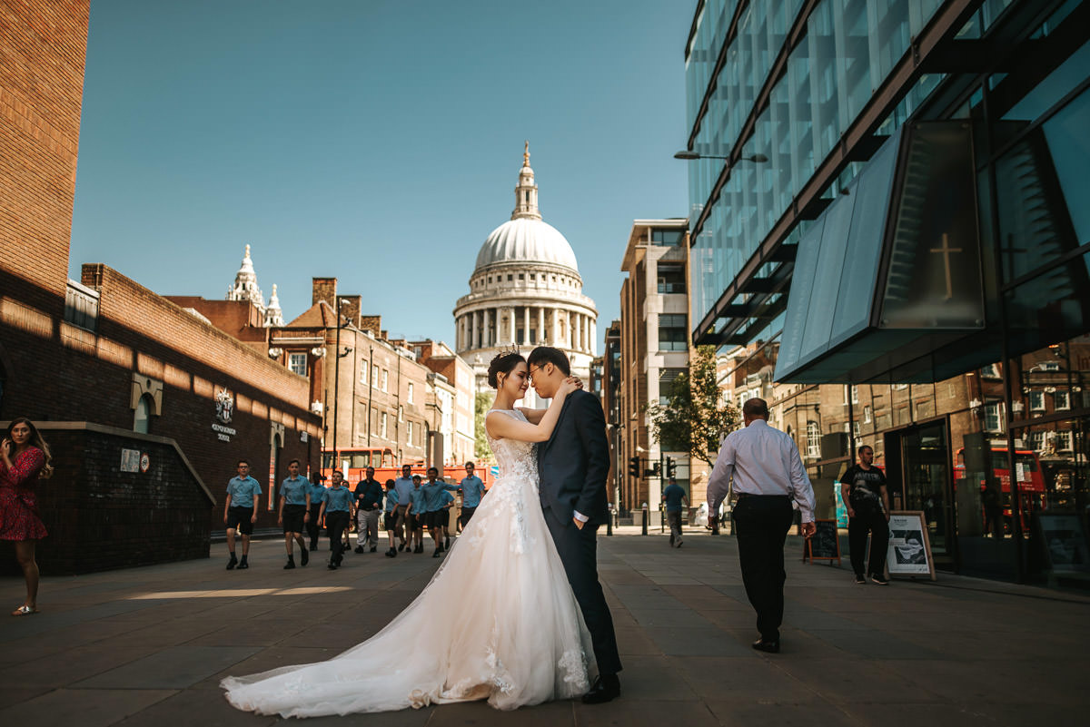 london engagement photography tower bridge and st paul's couple embracing