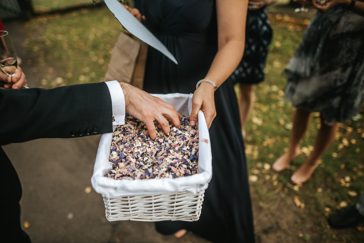 london wetland centre wedding confetti