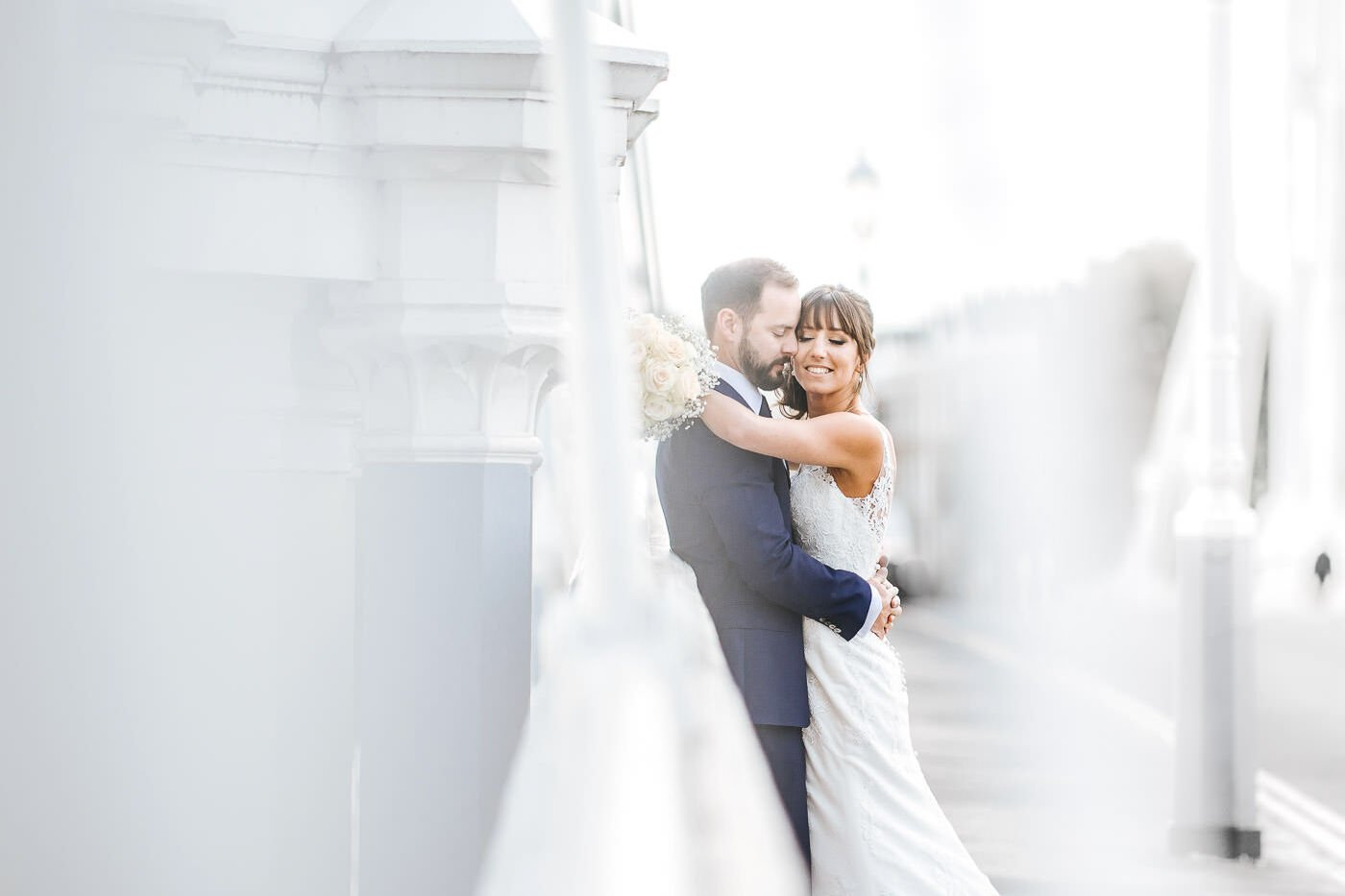 Celsea old town hall wedding photos bride and groom shoot on albert bridge